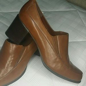 Naturalizer upper leather heels 8.5W